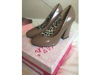 ELIN- taupe heels