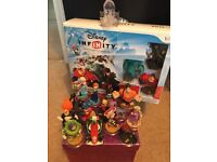 Disney infinity wii starter pack + loads of extra characters