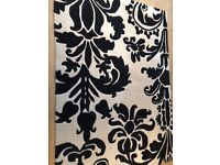 Black & white 100% wool damask rug. 120cmx170cm. Good condition