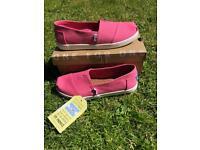Ladies toms pink size 5