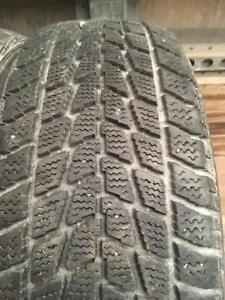 4 pneus d hiver 185/60r15 toyo