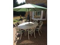 Supremo 8 seater garden set with parasol and lazy susan.