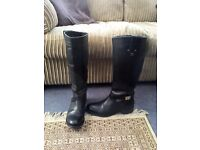 Ladies black leather boots - large size 7