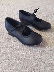Tots black tap shoes