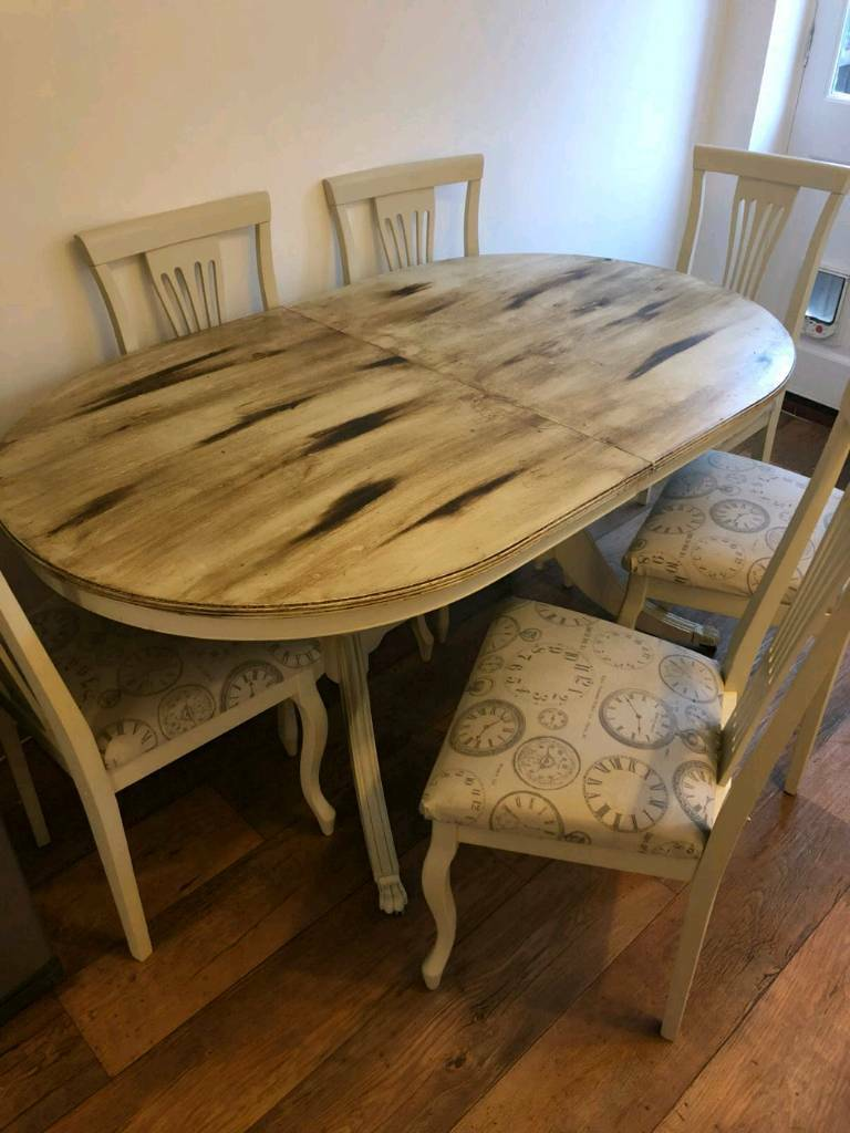 6 Person Extendable Farmhouse Table And Chairs In Brough