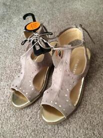Sandal shoes 4