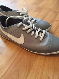 NIKE TRAINERS UK 8.5 GOOD CONDITION CHEAP