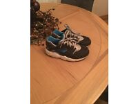 Boys Nike Huaraches trainers! Size 13 vgc