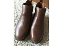 Brown Chelsea boots size 5