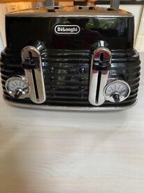 De' longhi kettle and toaster set