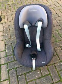 Maxi-Cosi Pearl Car Seat and Familyfix isofix - Black Raven