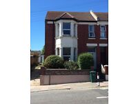 GREAT 5 BED STUDENT HOUSE TO RENT . NO AGENCY FEES. AVAILABLE 5TH SEPT