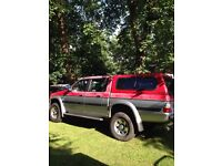 Mitsubishi l200 2 trucks breaking red grey/blue grey