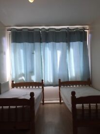 GOOD SIZE DOUBLE/TWIN ROOM AVAILABLE NOW IN ROEHAMPTON 160£PW INCLUDING ALL THE BILLS