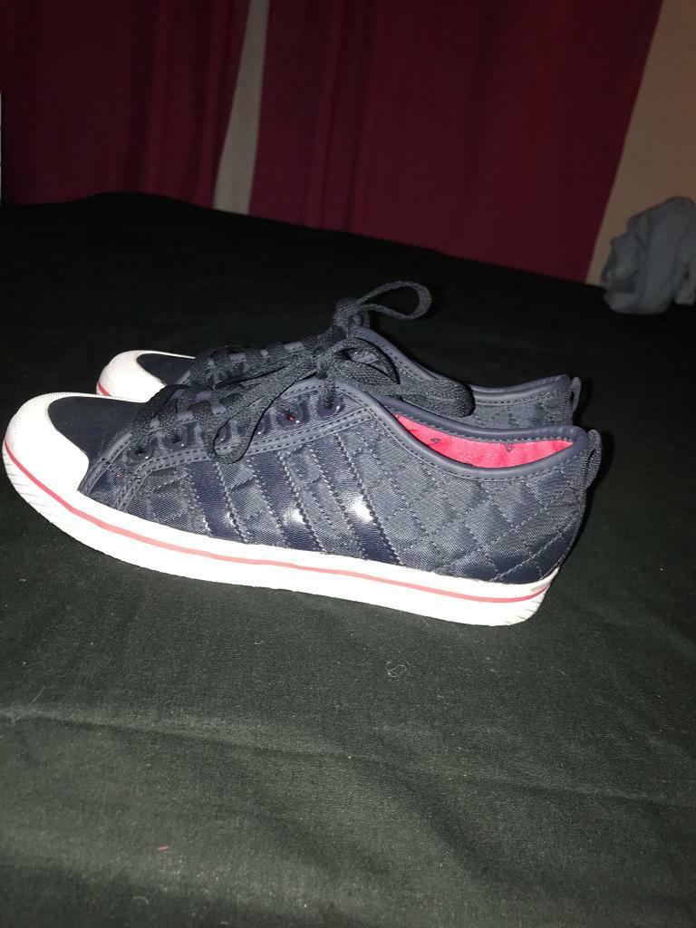 Size 6 Adidas trainers