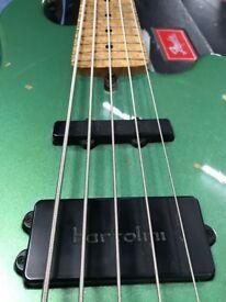 Bass Guitar original lakland 55-94 deluxe, bartolini pick ups, maple neck.