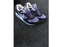 Women size 7 Nike Air Max
