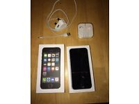 iPhone 5s 16gb on 02 boxed