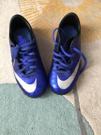 Nike boys football trainers