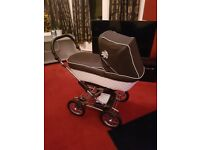 Immaculate Stunning Silver cross pram bundle