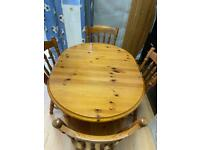 Pine extendable table with 4 chairs