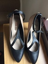 Ladies size 5 Dorothy Perkins shoes
