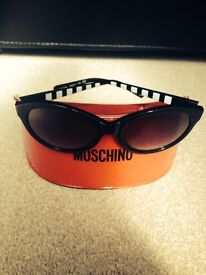 LADIES I LOVE MOSCHINO BLACK SUNGLASSES WITH RED PROTECTION CASE £40.OO COLLECTION ONLY