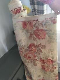 30m Heavy country floral fabric