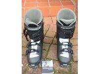 Salomon Performa Ski boots, fits shoe size 9.