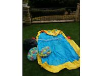 Ball pool/splash or paddling pool with 3 bags of balls