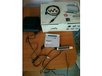 Sony minidisc walkman mz-r900 with remote control ,digital cord, headphones, case and box