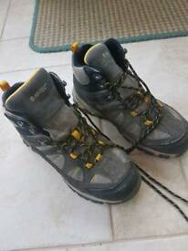HI-TEC walking boots