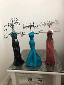 3 jewellery stands