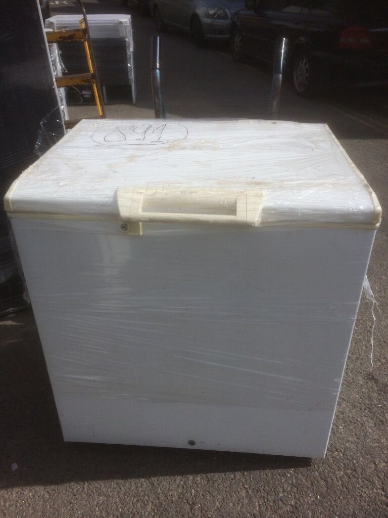 Whirlpool chest freezer fully working £99   in Bedford