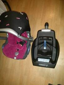 Maxi cosi infant carrier and easybase