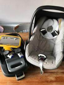 Maxi Cosi Pebble car seat and familyfix isofix base ( includes large in car mirror )