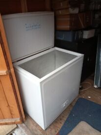 nice n clean medium white chest freezer with 2 baskets+good working order+DELIVERY