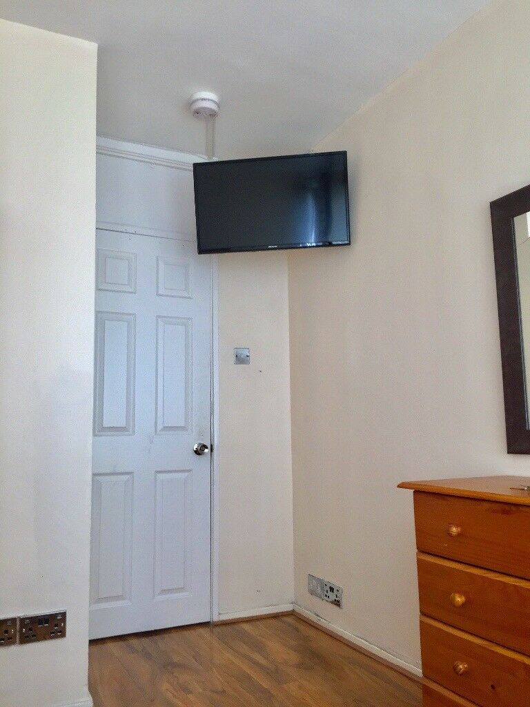 NICE SINGLE ROOM AVAILABLE IN ROEHAMPTON 120£PW INCLUDING ALL THE BILLS