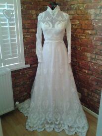 Wonderful Vintage Mid 1970's Lace White Wedding Dress size 10