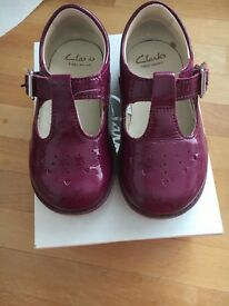 Clarks pantent girls shoes 5.5