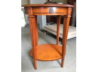 Lovely occasional table from Sterling Furniture in excellent condition