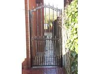 Side metal gate