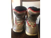 Boys Ride snowboard boots size 4