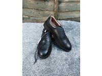 Size 10: Mens steel toe shoes - BRAND NEW