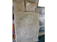 Oatmeal shaggy rug & 2 Cushions
