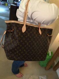 Lovely handbag and matching purse