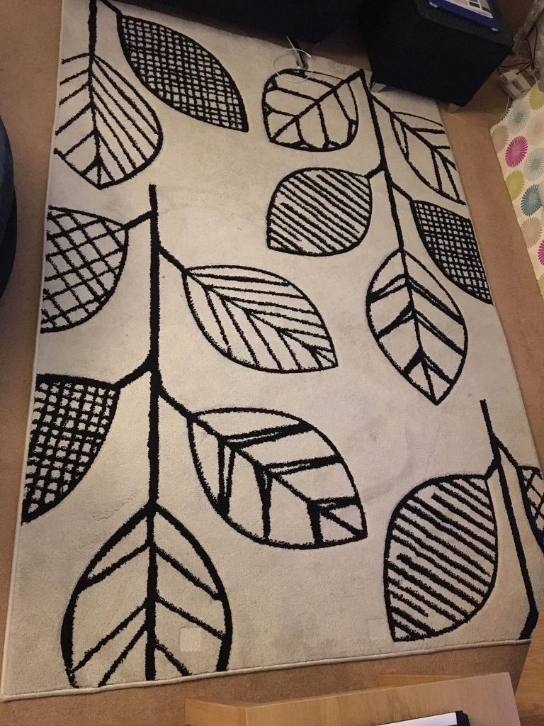 Mono Leaf Rug