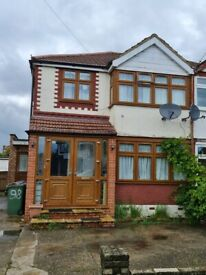 5 Bed Semi Detached House to Rent - Morley Crescent East/ Stanmore ? HA7