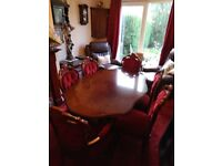 Vintage dining table and chairs, immaculate condition with 6 upholstered chairs