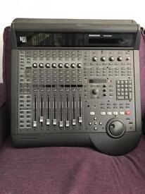 MACKIE hui human user interface mixer controller